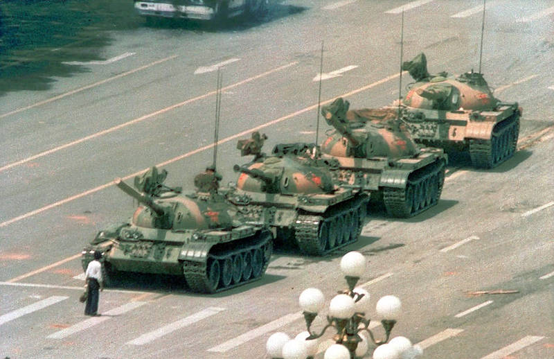 A man stands in front of a column of tanks at Tiananmen Square, Beijing, on June 5, 1989.  Photo: AP