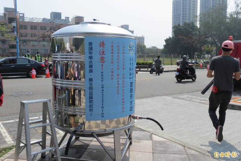 台中市即日起取消供5停2限水措施,但是夜間減壓仍照常。(記者蘇金鳳攝)