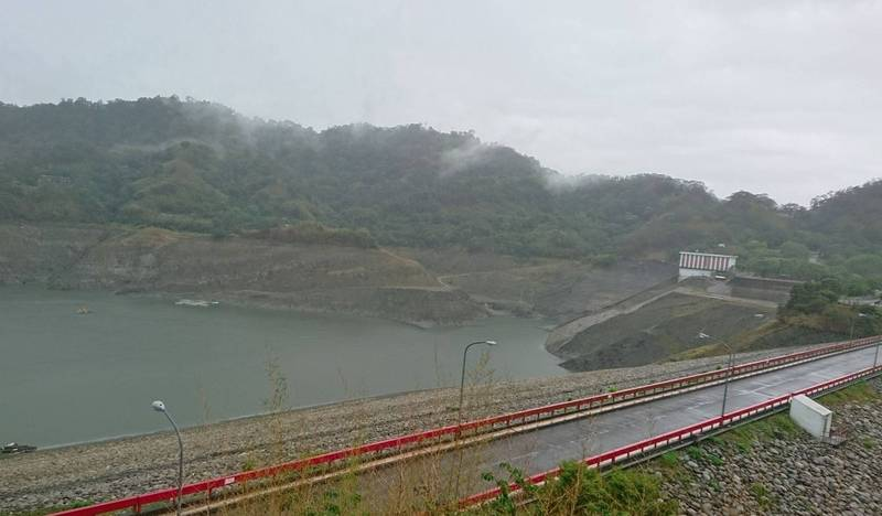 此波梅雨降雨達標,鯉魚潭水庫蓄水量今天已經突破2000萬噸,旱災中央災害應變中心宣布取消「供5停2」分區限水措施。(記者陳建志翻攝)