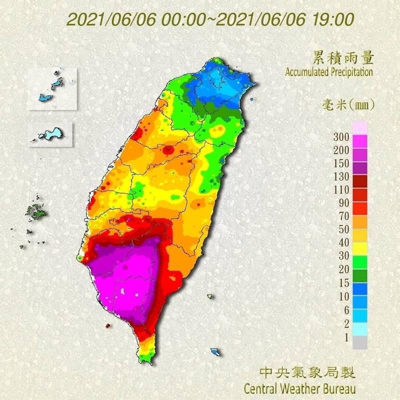 據氣象局統計,這兩天降雨熱區集中在台南、高雄及屏東地區。圖為6日凌晨0點至晚間7點累積雨量圖。(記者蕭玗欣翻攝)