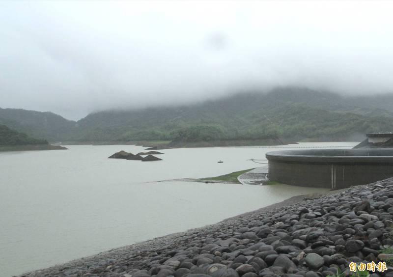 梅雨鋒面發威,南化水庫蓄水率已突破39%,逼近4成。(記者吳俊鋒攝)