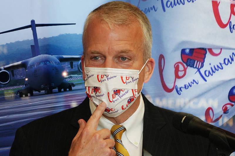 特別戴台美口罩現身 美參議員:疫苗是愛的回報