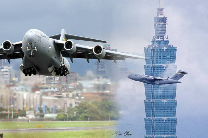 C-17飛離台北時,正好經過101大樓,熱愛攝影的醫師陳銘德正好拍下他們。(本報合成,陳銘德授權使用)