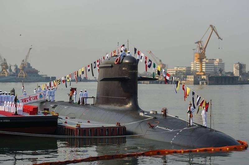 印度海軍第三艘「鮋魚級」(Scorpene-Class)潛艦「鯨鯊號」(Karanj)今年3月在孟買海軍基地正式服役。(法新社檔案照)