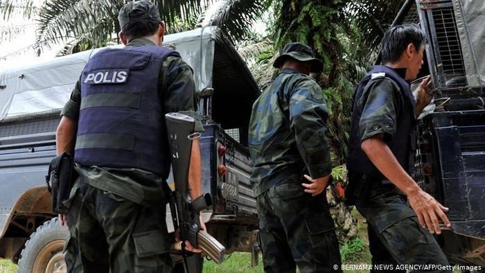 馬來西亞4名警察知法犯法,參加飯店性愛毒趴。圖為大馬警察過往執勤畫面,與當事人無關。(法新社檔案照)