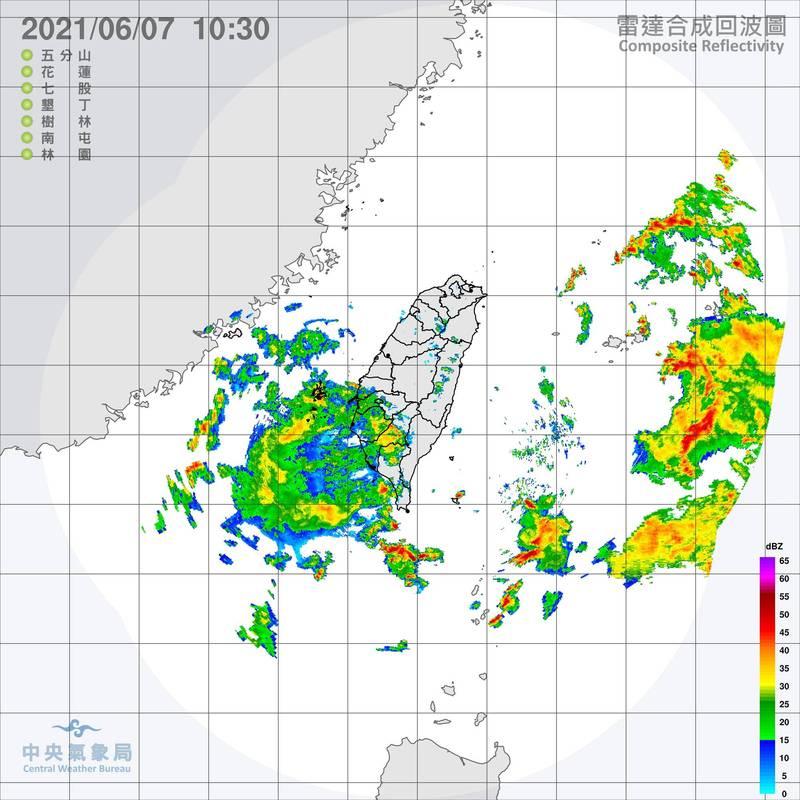 氣象局表示,鋒面明天起將遠離台灣,西半部可望回歸多雲到晴的好天氣。(記者蕭玗欣翻攝)