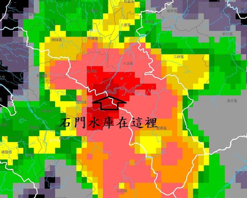 鄭明典在臉書貼出「劇烈降雨監測系統」鄉鎮底圖,石門水庫恰巧在雨勢最多的地區。(圖擷取自鄭明典臉書)