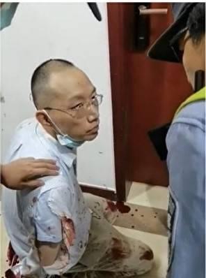 上海復旦大學數學學院教師姜文華(見圖)疑因不滿被解聘,持刀將數學學院王姓書記割喉殺死。(影片擷圖)