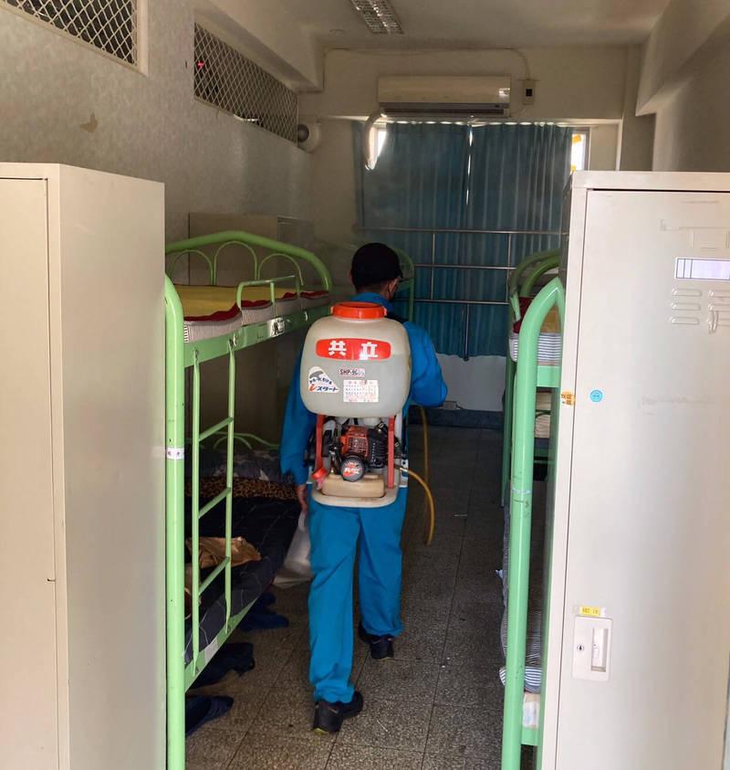 各校加強宿舍環境清潔與消毒。(圖由新北市政府教育局提供)