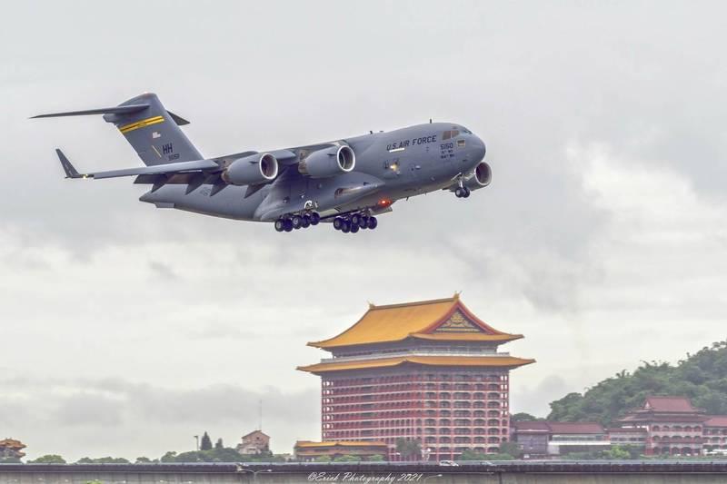 中國國防部今(8日)聲明終於提到「軍機訪台」,還稱若台灣「分裂出去」必將動武,卻被中國網友圍剿砲轟「紙老虎」。(圓山大飯店提供)