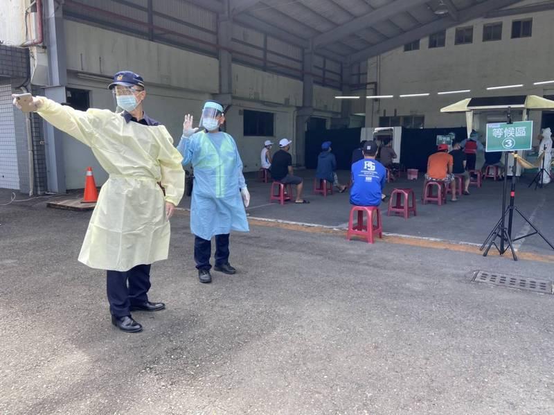 內埔工業區今天啟用移工快篩站。(圖由警方提供)