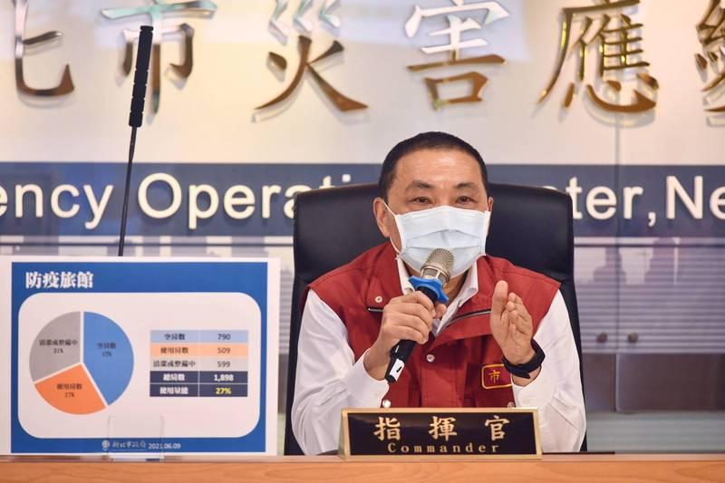 侯友宜呼籲新北市的企業自行成立快篩站。(圖由新聞局提供)