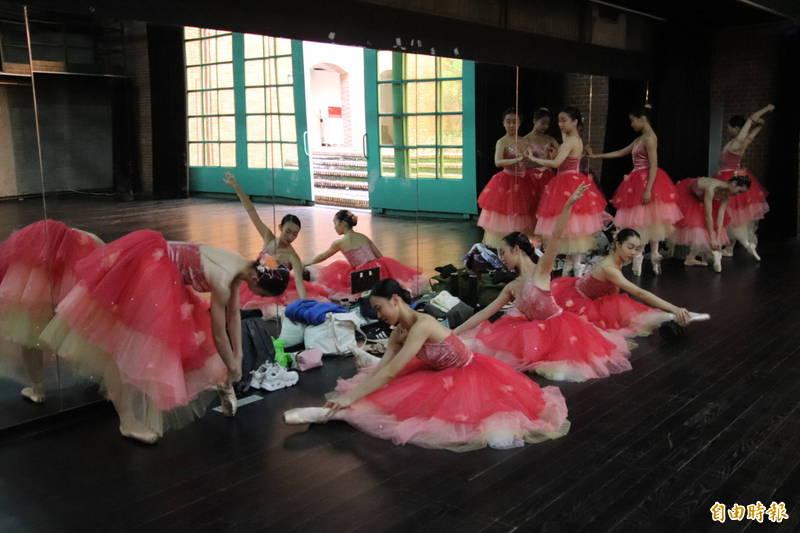 新竹縣政府文化局推出「新竹藝文紓困計畫」,提供表演團隊或是個人創作者紓困,減輕疫情造成的負擔。(資料照,記者黃美珠攝)
