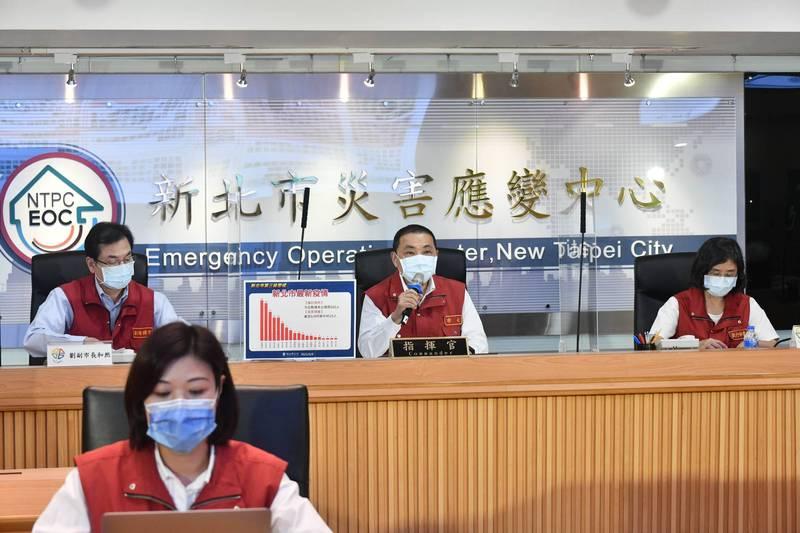 新北市防疫應變會議後線上記者會,自5月15日以來都是由壹電視負責拍攝,即日起改由TVBS負責供訊。(新北市新聞局提供)