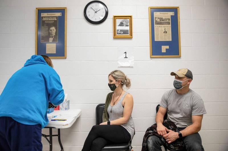 打了會變成吸鐵人?美國反新冠疫苗醫生大放厥詞