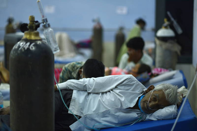 印度醫院4月出現氧氣短缺,北方邦一間醫院一度中斷供氧,測試哪些患者最迫切需要氧氣。示意圖,非新聞當事地點。(歐新社)