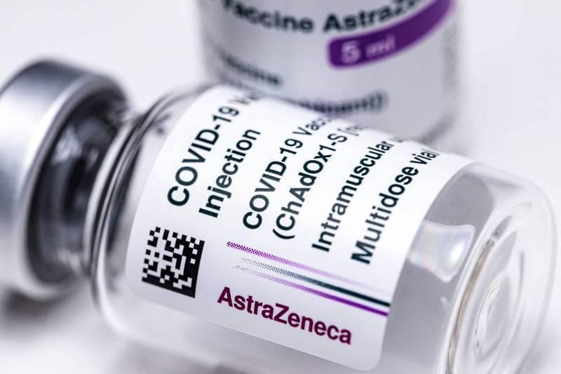 台灣已經獲得3批AZ疫苗,配發給醫護人員等高風險族群施打。(法新社)