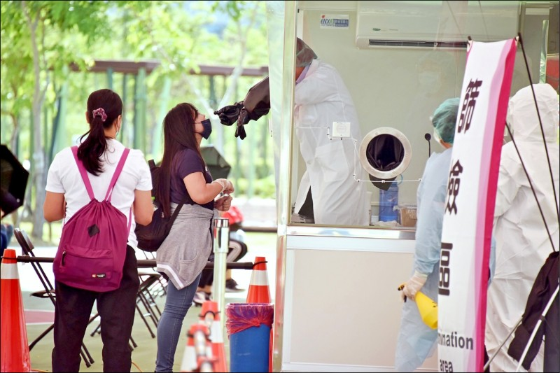 高市3大科技園區,針對移工展開快篩,7天拚萬人篩檢。 (記者葛祐豪翻攝)
