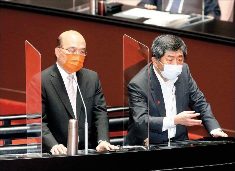 行政院長蘇貞昌(左)昨與衛福部長陳時中(右)於立法院同台備詢。陳表示,自己真的很急,每晚都為了疫苗睡到一半嚇醒。(中央社)