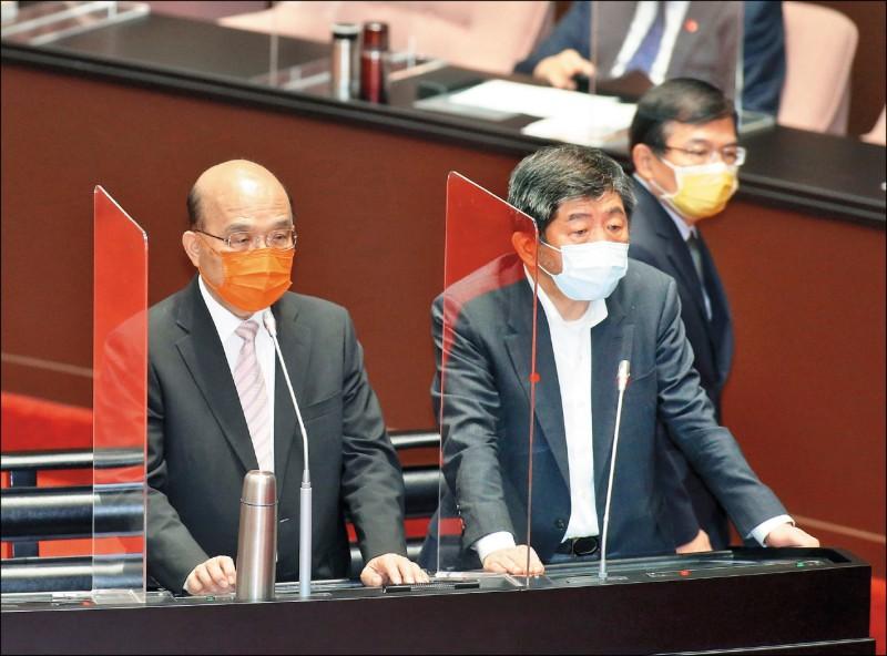 行政院長蘇貞昌(左)昨與衛福部長陳時中(右)於立法院同台備詢。(中央社)