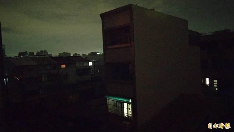 台南市東區、仁德區交界區域今天凌晨大停電。(記者王俊忠攝)