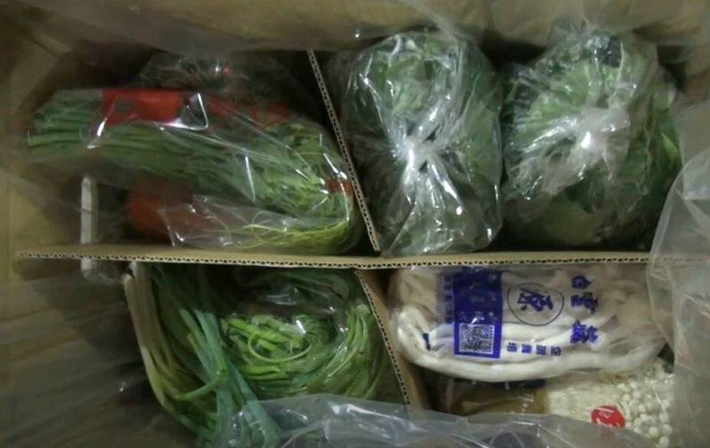 花蓮縣蔬菜運銷合作社推出的「花蔬安全蔬菜箱」,全經農藥檢驗合格,供應源頭以花蓮910戶在地農友產品為主,均可追溯生產源頭。(記者王峻祺翻攝)
