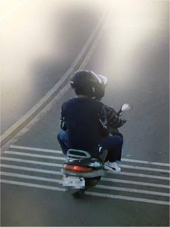 強盜集團騎車搶劫。(警方提供)