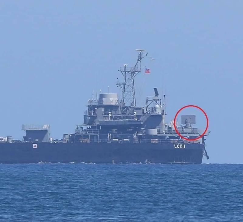 LCC-1「高雄號兩棲指揮艦」上,艦艉安裝24聯裝的「海劍羚」短程防空飛彈系統。(圖為周民孝先生授權使用)
