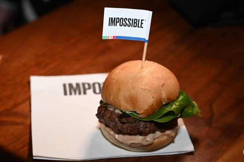 日本政府在8日敲定2021年版的《環境・循環型社會・生物多樣性白皮書(環境白皮書)》中,正式寫入建議民眾多食用人造肉,並減少食肉的飲食習慣。植物肉示意圖。(法新社)
