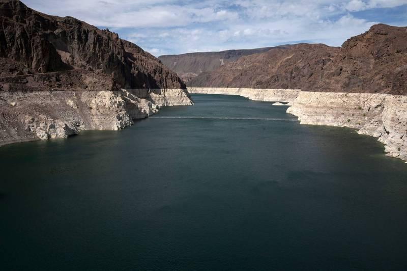 極度乾旱!美最大水壩水位創新低 野火又狂燒