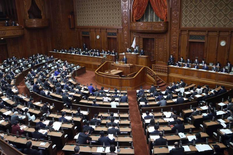 日本眾議院今(10)日,一致通過日本為擴大女性參政的相關修正草案。日本議會示意圖。(歐新社)