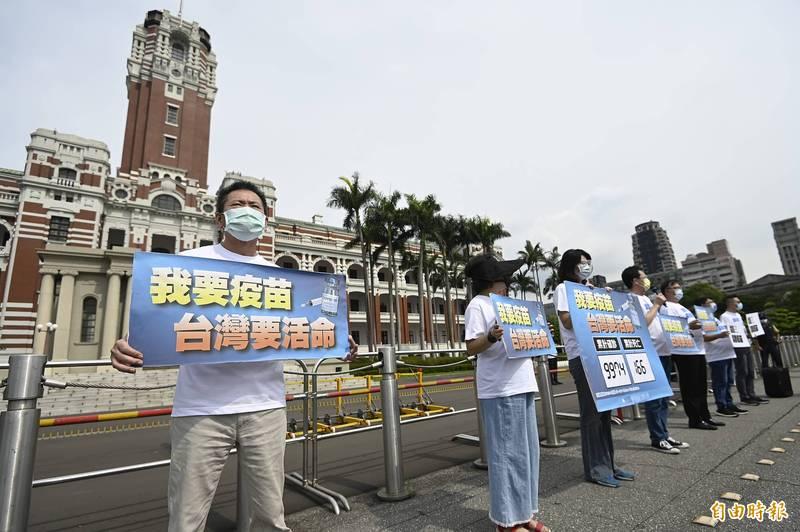 民進黨新潮流大老林濁水在臉書指出,國民黨在疫苗事件中「胡打亂打」,本來就聲望沒有上揚,如今肯定下降。。(資料照)