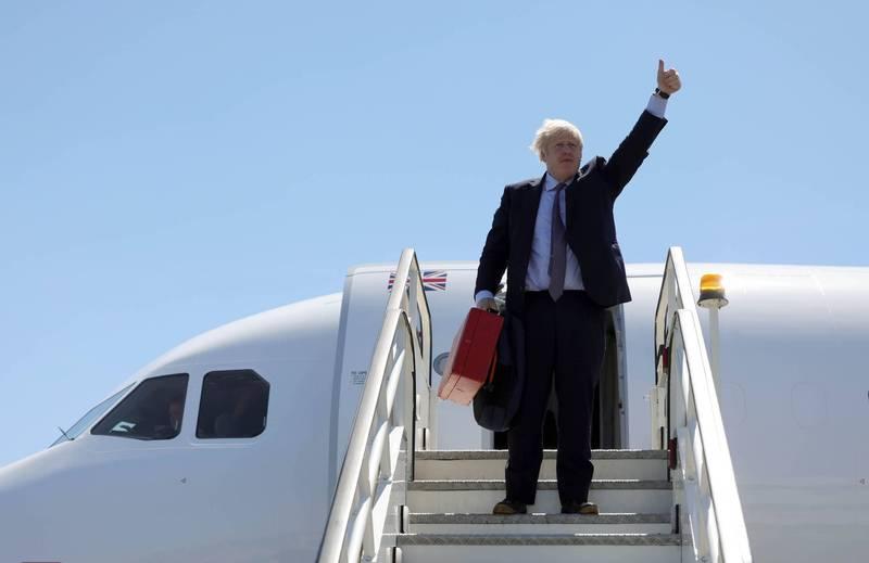 英相強森喊讓世界更環保 搭飛機不坐火車挨轟