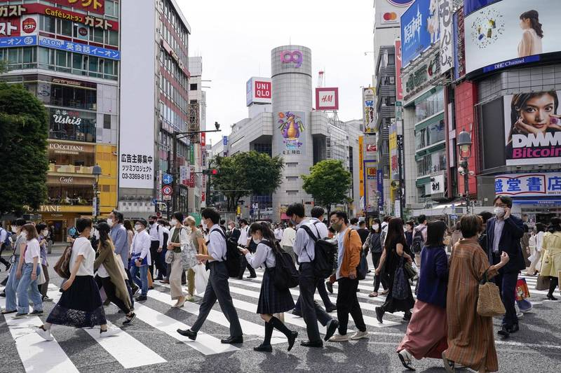 防疫專家組織認為,未來東京都疫情可能再度擴大,8月可能再度發布「緊急事態宣言」。(歐新社)