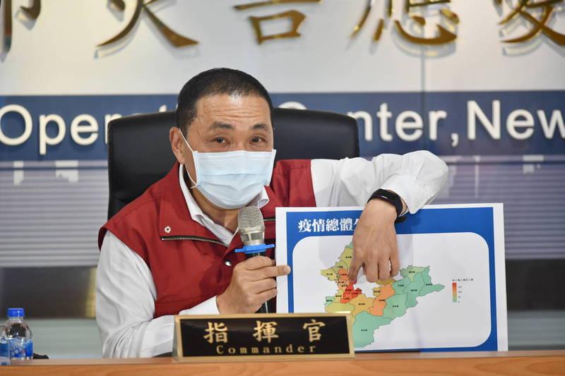 新北市長侯友宜說明各區疫情發展的情況。(新北市政府提供)