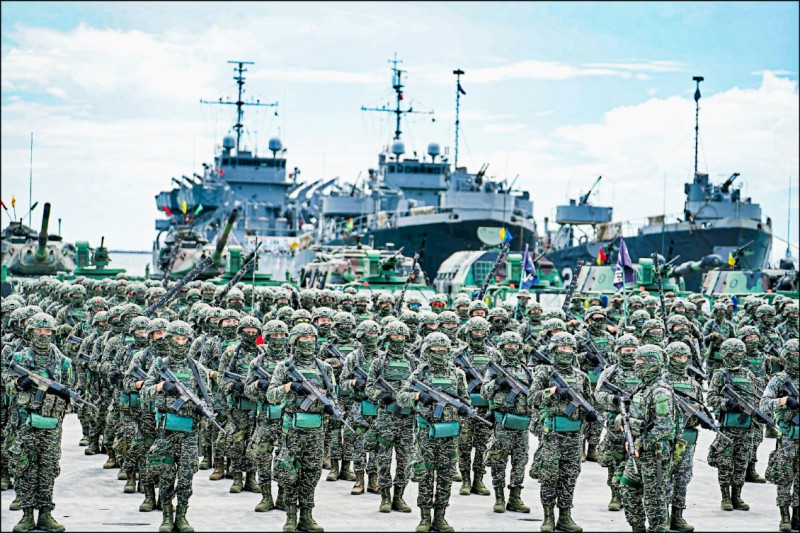 美國參議員馬基與羅姆尼九日發表共同聲明,呼籲美國政府加快交付台灣疫苗,並回應台灣的額外要求,分配疫苗給台灣軍隊使用。圖為中華民國海軍陸戰隊。(取自海軍陸戰隊臉書)