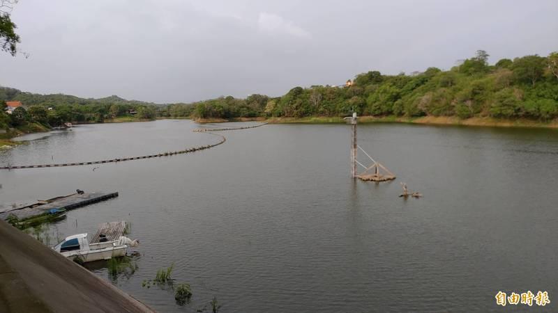 苗栗縣頭屋鄉明德水庫水位明顯回升,昔日的「湖光山色」景致重現。(記者張勳騰攝)