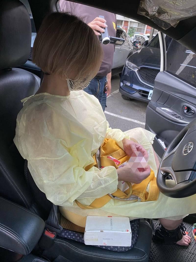 彰化鹿港警方查獲「短髮妹」賣淫,並在車上起出毒品,由於短短1個月查獲兩次,懷疑是缺錢買毒,才會在疫情嚴峻下鋌而走險。(記者劉曉欣翻攝)