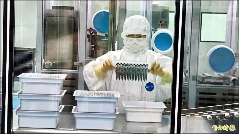 中研院基因體研究中心研究技師詹家琮建議國產疫苗可把握時間趕快做變異株的比較數據。(資料照)