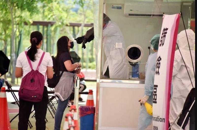 移民署推動外來人口安心採檢防疫專案。(記者劉慶侯翻攝)