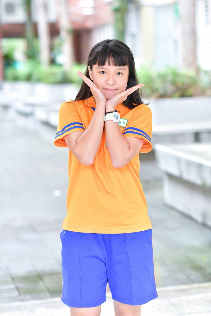 桃園市蘆竹區光明國中黃涵郁會考拿下5A、3+好成績。(光明國中提供)