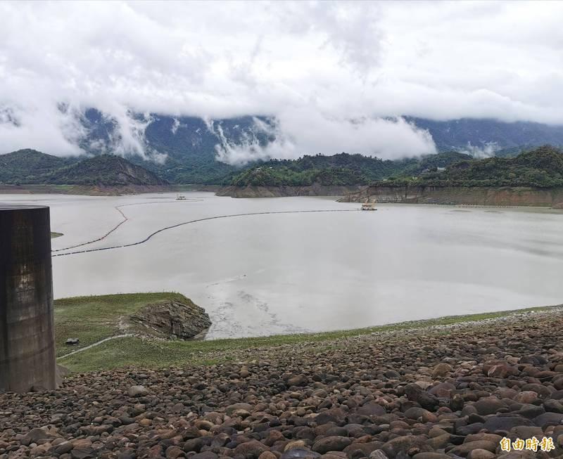 由於持續入流,曾文水庫的水位標高已回升至200米以上。(記者吳俊鋒攝)