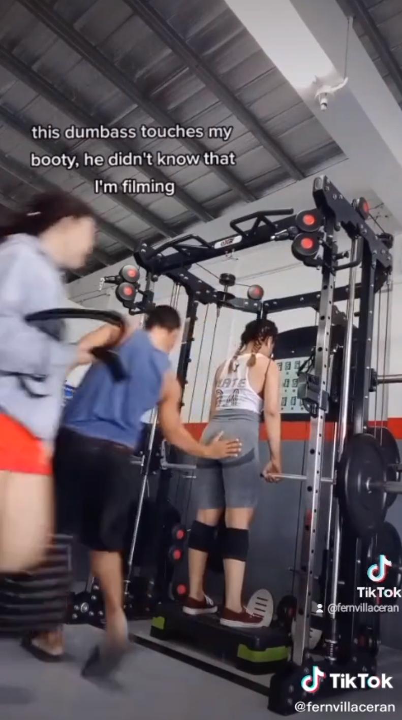 菲律賓22歲女子費恩日前在健身房進行重訓時,遭一名身材魁梧的男教練伸出鹹豬手碰觸臀部。(圖翻攝自fernvillaceran抖音)