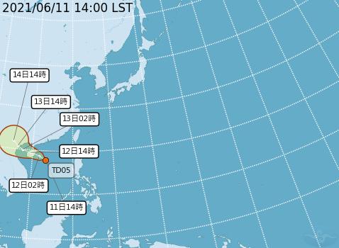氣象局表示,熱帶性低氣壓最快24小時內成為今年第4號颱風「小熊」。(圖取自中央氣象局)