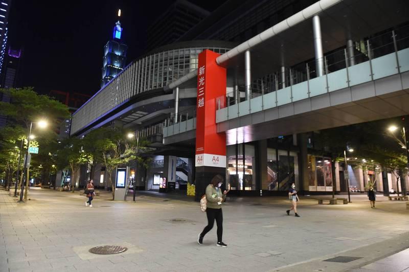 目前新光三越、微風廣場、SOGO、臺北101、京站、誠品、統一時代百貨等全都承諾延長使用期限。(資料照)