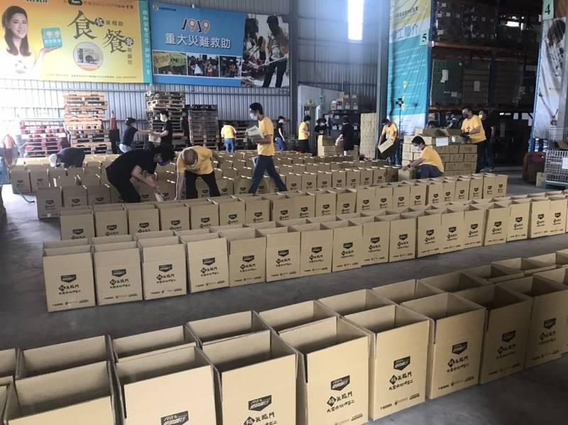 社福界聯手募集防疫食物包,協助弱勢度過疫情時期。(基督教救助協會提供)