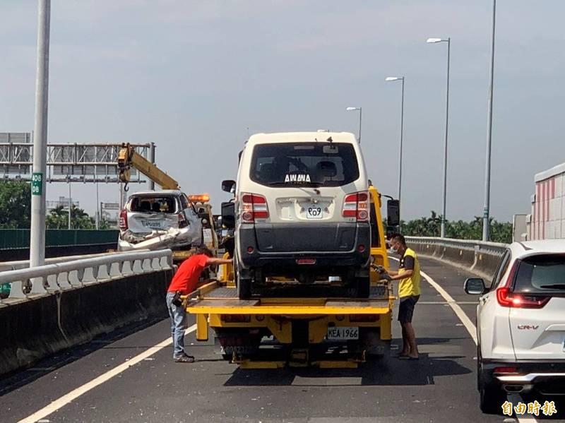 麟洛交通道發生追撞事故,造成塞車。(記者葉永騫攝)