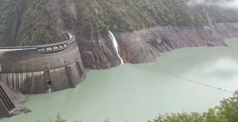 德基水庫全力蓄水,暫不重啟發電。(記者張軒哲翻攝)