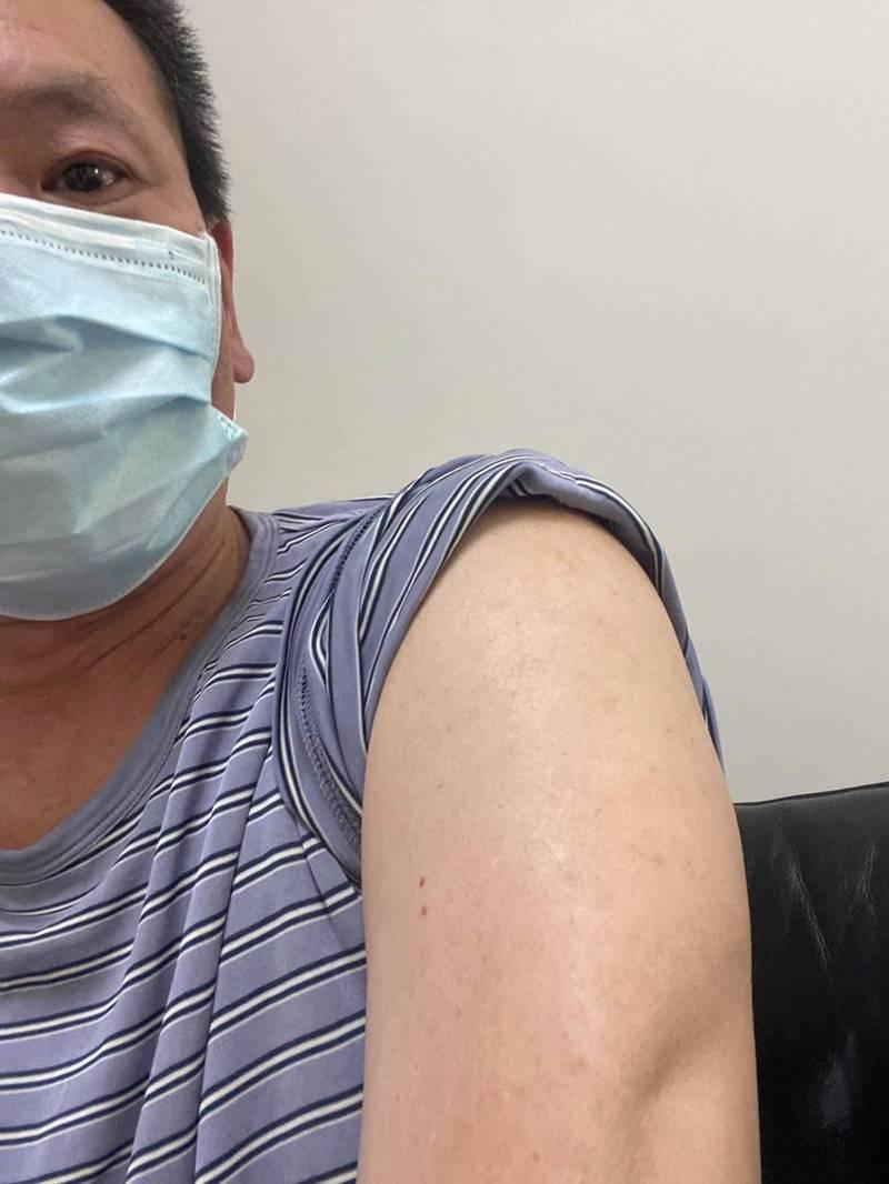 國民黨立委林為洲表態願施打國產疫苗,要民進黨立委也展現台灣價值。(圖擷取自林為洲臉書)