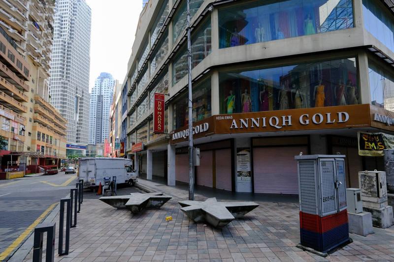 馬來西亞宣布首階段封城延長2週。圖為本月馬國封城首日街景。(彭博社資料照)